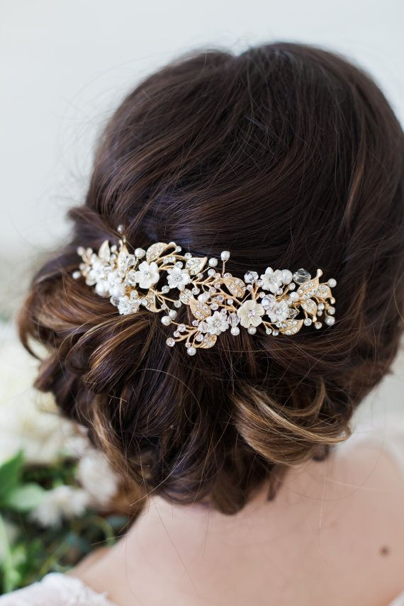Gorgeous and delicate ivory flowers and gold leaves headpiece, ivory flower hair clip, gold wedding headpiece, bridal hair piece This lovely SINGLE