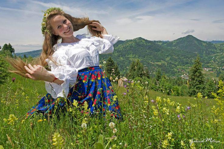 Floricica de Maramu' #folkcostumes #romanianlabel #fotomotica