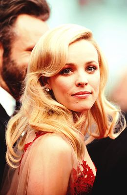 I love this picture of Rachel McAdams. So classy, and chic.