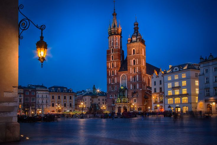 Krakow´s market square. More photos: http://sandvand.net/krakows-fantastic-market-square-and-how-to-get-rid-of-the-crowd/