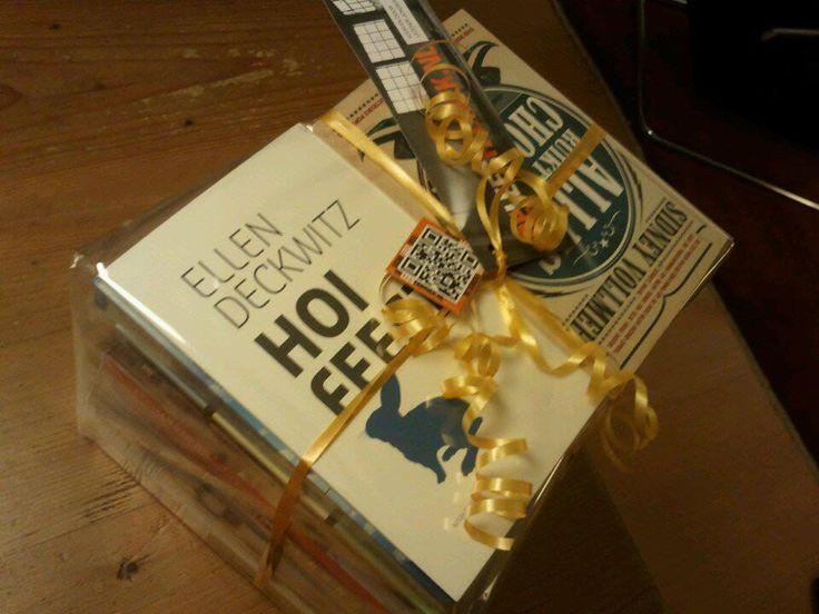 Mooie prijs voor een van de nieuwe volgers op Facebook of Twitter, 22 boeken aan op het feest aanwezige auteurs!