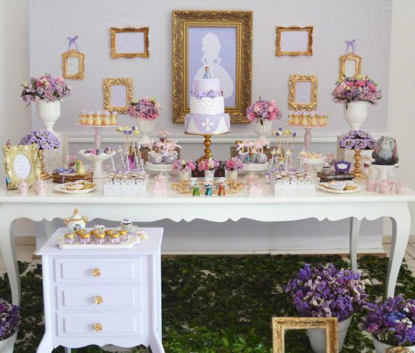 O reino de Enchancia está em festa! A princesa Michaela comemorou seu aniversário junto com a Princesinha Sofia! A decoração mágica foi assinada pela Inven