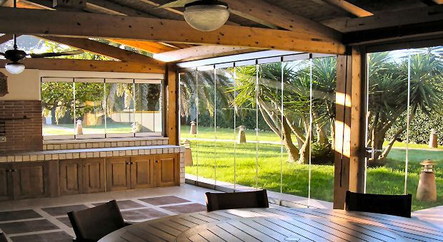 vetrate panoramiche.  An excellent system for gazebos, porches, verandas and conservatories.