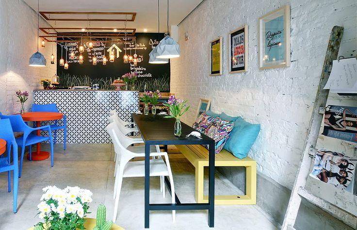 Solução para sala de jantar estreita? Mesa estreita! E fica lindo, vem ver! - http://www.casaecozinha.com/