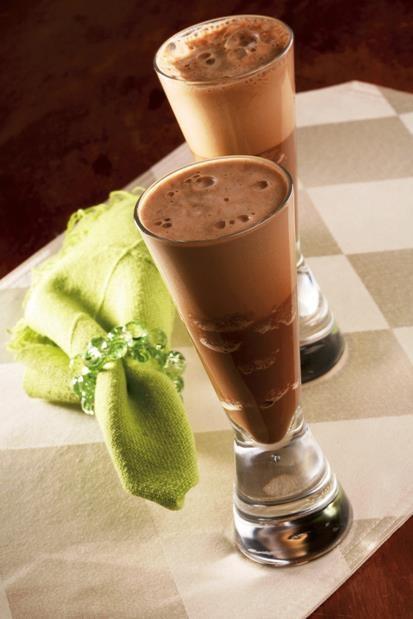 ESPUMANTE DE CAFÉ Ingredientes: 1 xícara de café quente 1/2 xícara de creme de…