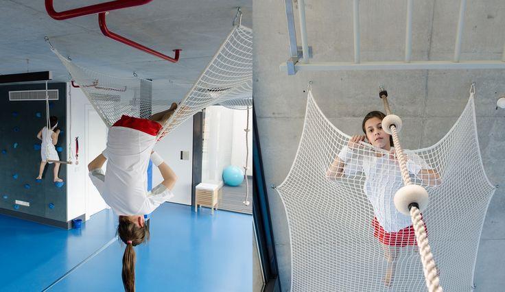 gimnasio azul escalada indoor