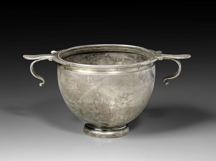 Late Hellenistic silver skyphos with ring-like handles, 2nd-1st century B.C. Several graffiti, below the foot Δ / III, on one handle A or Δ, on the other a X, below this handle on the corpus a Σ, 8 cm high. Private collection
