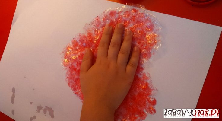 Zabawy z folią bąbelkową - zabawa plastyczna