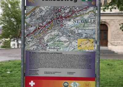 VIa Jacobi : Le Chemin de Compostelle Suisse. Panneau à l'entrée de St-Gall.