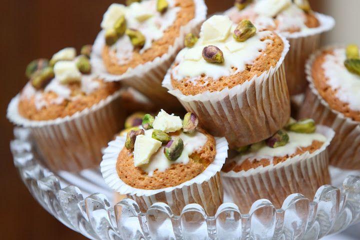 White Choco and Pistacho Muffin