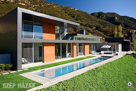 Modern villa in Calabasas, California by Abramson Teiger Architects