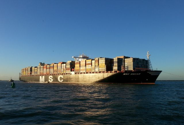 Grootste schip ter wereld gearriveerd in Rotterdam  http://koopvaardij.blogspot.nl/2015/03/grootste-schip-ter-wereld-gearriveer-in.html