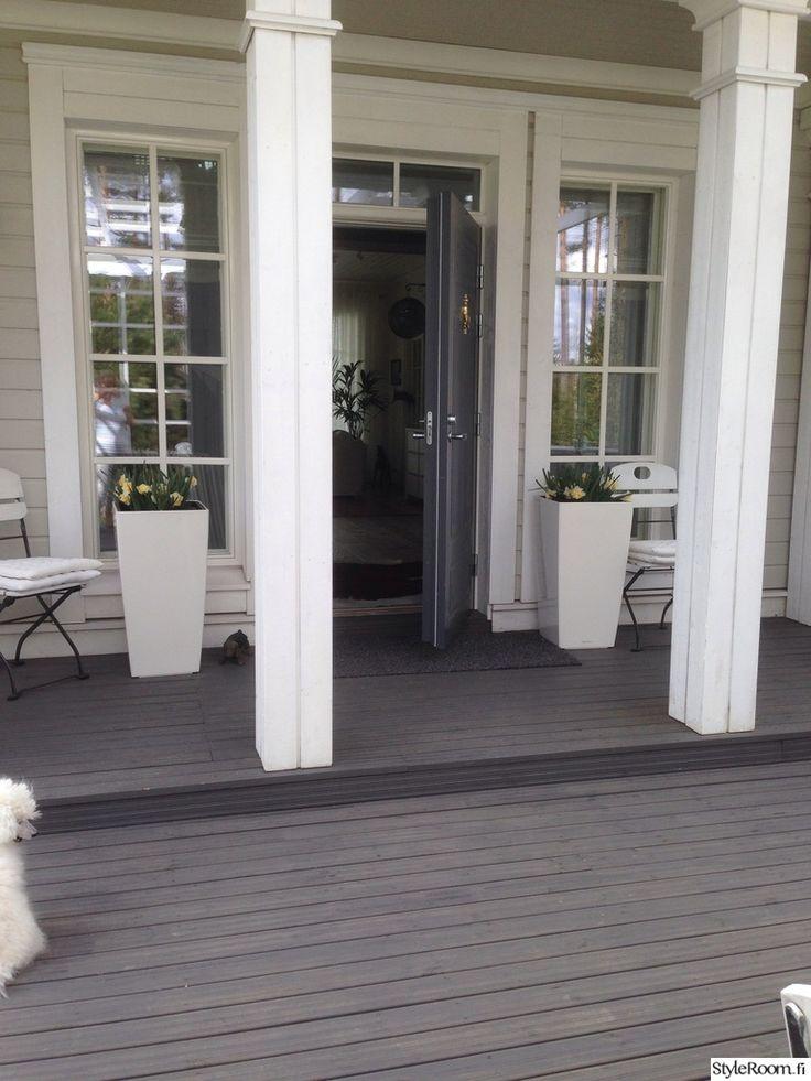 sisäänkäynti,ulko-ovi,terassi,valkoinen,harmaa