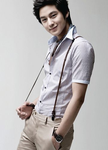 This actors name is Kim Bum and it's been years since I first saw him in boys over flowers and his smile still kills me