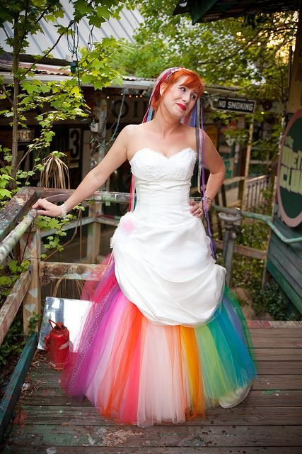 Never really been a fan of colorful wedding gowns but this bride really pulled this off, I love it:)