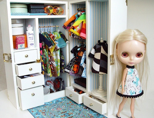 71 best Livy's Doll Trunk images on Pinterest | Dollhouses, Doll ...