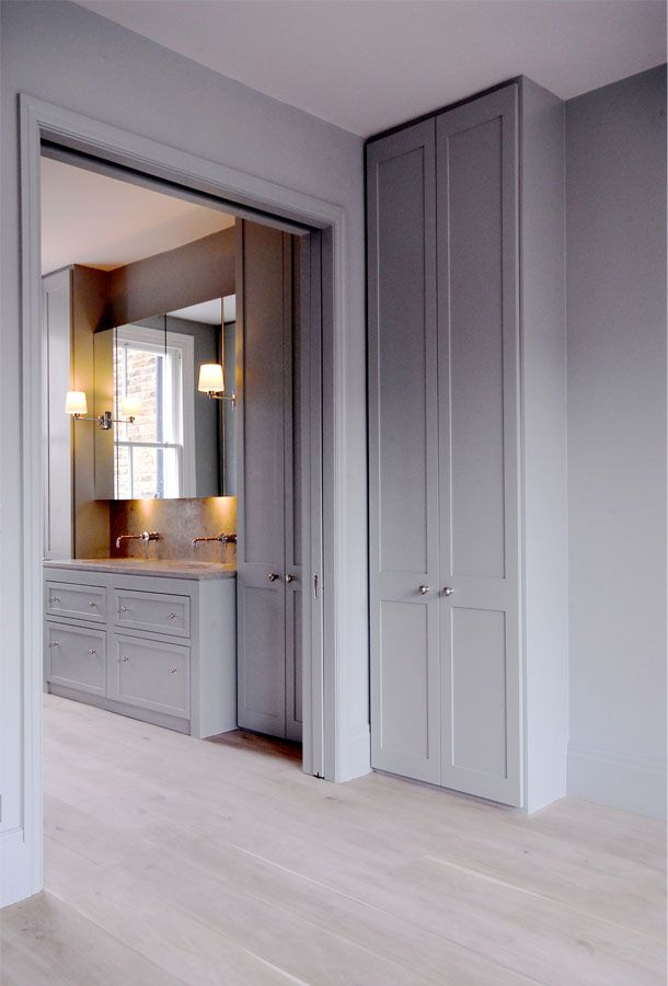 Pocket doors from master bedroom to bathroom. De Rosee Sa - Dalling Road, W6