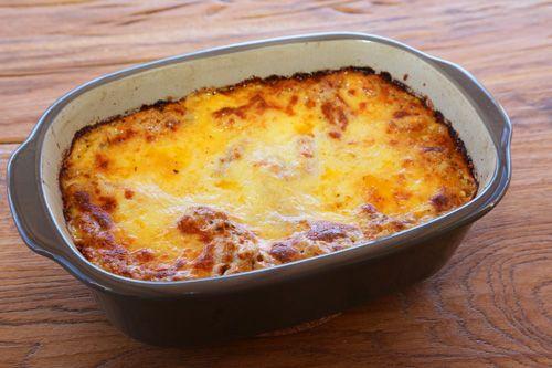 Tolles Lasagne-Rezept für den Ofenmeister von The Pampered Chef. Die Füllung habe ich mit dem Thermomix hergestellt - Bolognese und Bechamelsauce.