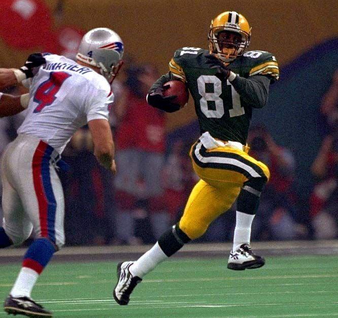 Desmond Howard's Electrifying Return Super Bowl XXXI: With the Packers leading 28-21, Green Bay's Desmond Howard fielded a kick from his own 1-yard line, Howard got a couple of blocks and found a hole and was gone breaking New England's heart and sealing a Super Bowl victory for the Green Bay Packers.
