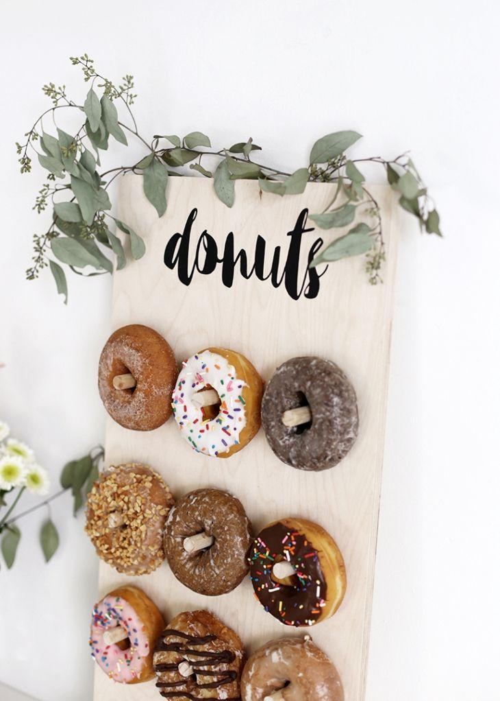 DIY Donut Wall Der Fröhliche Gedanke   – Birthday