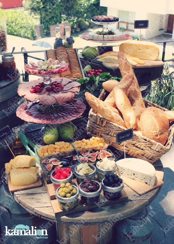 www.kamalion.com.mx - Mesa de Quesos / Botanas / Wedding / Vintage / Rustic Decor / Frascos / Jars / Cheese Table / Bread / Fruit / Frutas / Barril / Uvas / Grape.