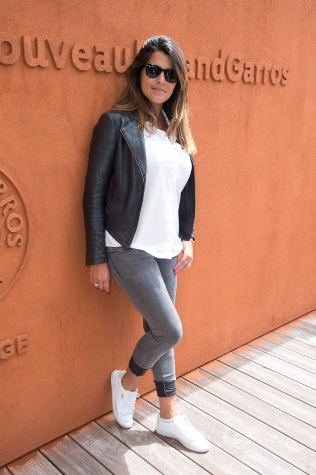 Karine Ferri l'a joué simple, sans perroquet. PARIS, FRANCE - MAY 27: TV Host Karine Ferri attends day six of the 2016 French Open at Roland Garros on May 27, 2016 in Paris, France. (Photo by Stephane Cardinale - Corbis/Corbis via Getty Images)