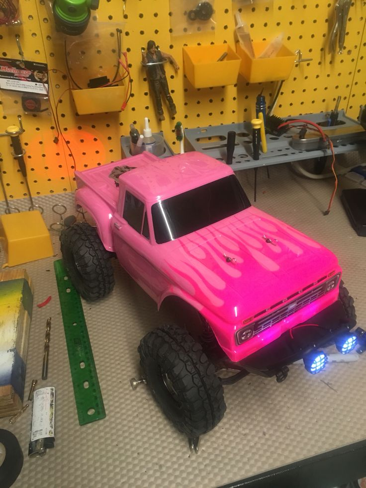Pretty in pink.... My daughter would love this. I'm starting to see more women in The RC hobby and that is freakin' awesome!!!!!!!!