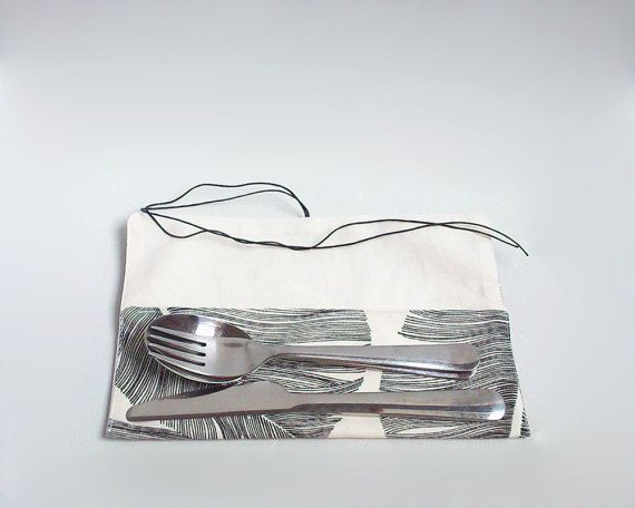 Lunch bag with handle / Palm leaves lunch bag with by Apozi