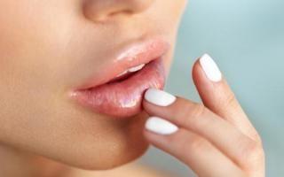 Le repulpeur de lèvres, l'astuce make-up pour une bouche naturellement volumineuse
