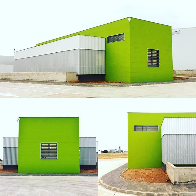 Aportar esfuerzo para cualquier proyecto es importante para nosotros (aunque sea pequeño) #celosias #louvers #jalousies #windowblinds #sunshading #upe200x40 #upf35 #umbelcoembellece #architecture #industrial #green #arquitectura #diseño #design #architecturephotography