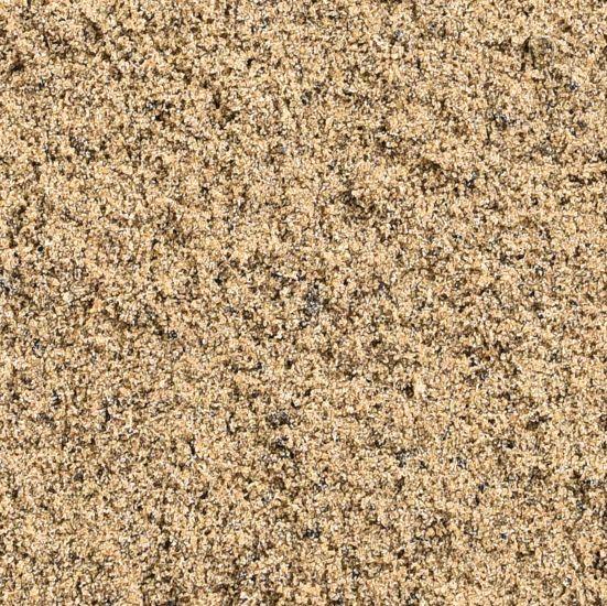 Zandcompleet levert kwalitatief zand, naast paardenbakzand ook polyvlokken en tapijtvezels. Van advies tot levering, alles voor uw paardenbak.