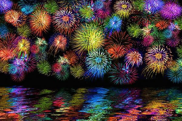 Firework. Good for lesson in reflections... Nice reference picture of artwork, but Links back to spam. Look up images on google for good photographic reference pictures.