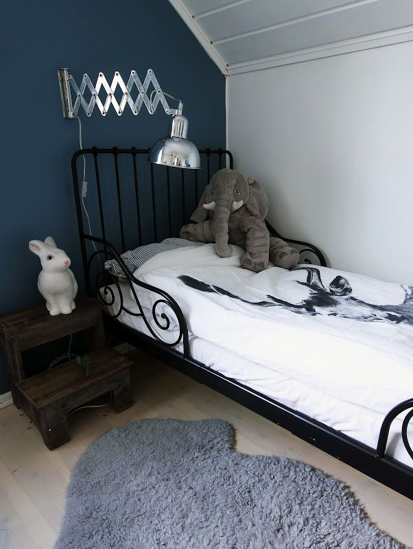 the boo and the boy: boys' rooms love the wall colour & lamp