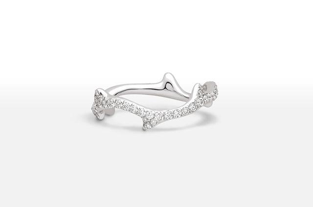 Bague de fiançailles en or blanc et diamants - Bague: Dior, modèle Bois de rose…