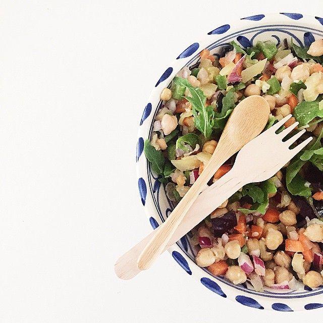 SnapWidget | Gracias a @herbolarionavarro hoy como ensaladita de garbanzos bio hecha por mi! Aquí os dejo los ingredientes: - 1 bote de garbanzos orgánicos - 1/2 Cebolla morada - 1 Calabacín - 2 Zanahorias - 1 Pimiento verde - Col morada - 1/2 diente de ajo - Perejil - Hierbabuena - Jugo de limón - Cardamomo - Mezcla de lechugas - Aceite de oliva virgen ÑAM! LISTO PARA COMER  #organicmood #healthylife #yocomproennavarro