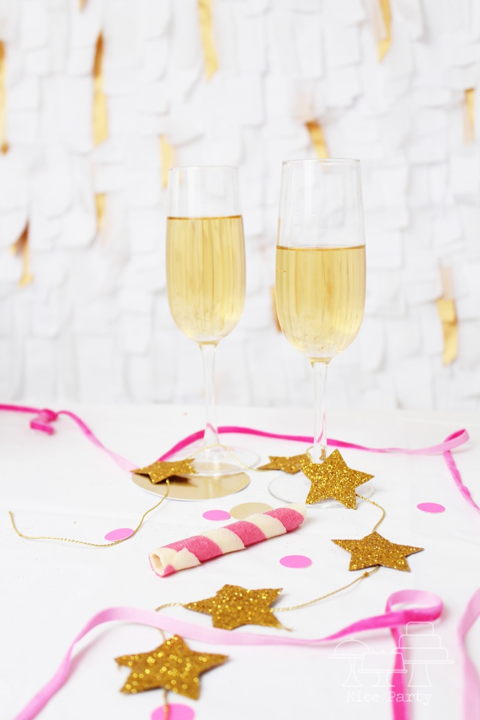 so festive. love the star garland.