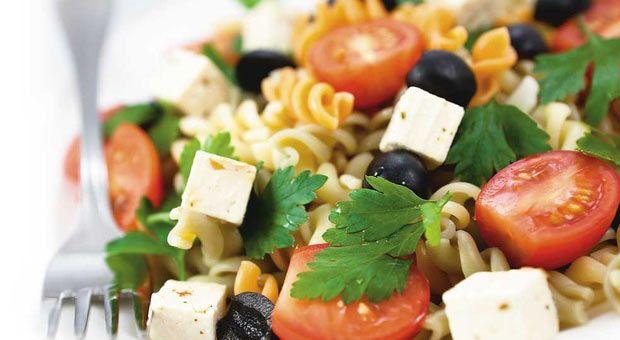 Медитеранска салата со тестенини