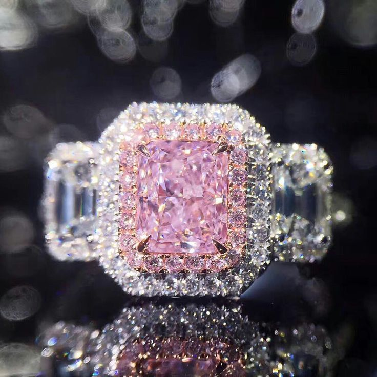 @sammi666_superjewellery. Be mesmerised in this captivating naturally exceptional fancy pink diamond ring.