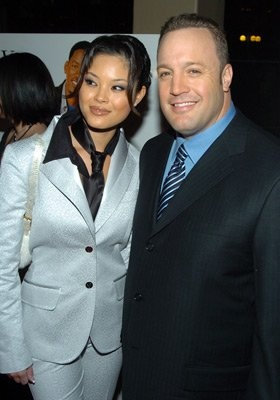 Kevin James and Steffiana De La Cruz at event of Hitch