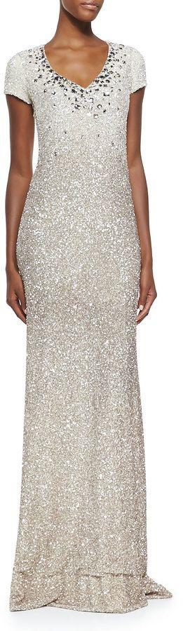 €5,420, Robe de soirée pailletée argentée Pamella Roland. De Neiman Marcus. Cliquez ici pour plus d'informations: https://lookastic.com/women/shop_items/133284/redirect