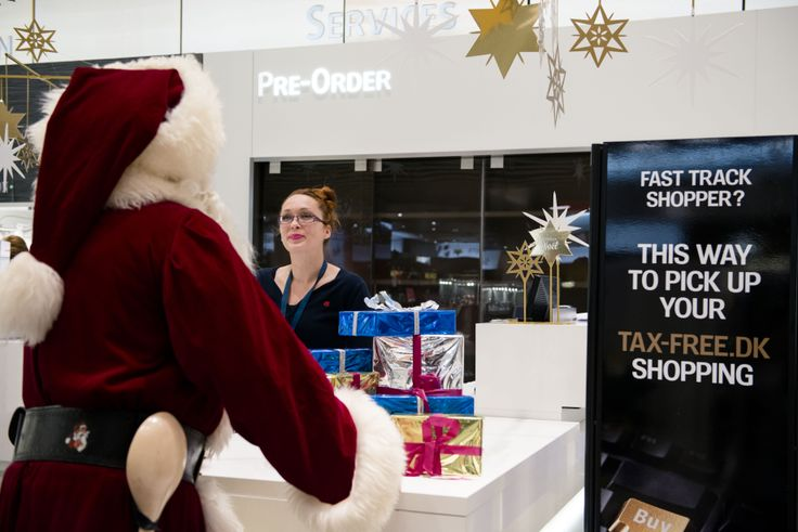 PreOrder - smart! Now it makes sense how Santa has had so much spare time to just fool around at Copenhagen Airport! #CPHchristmas13