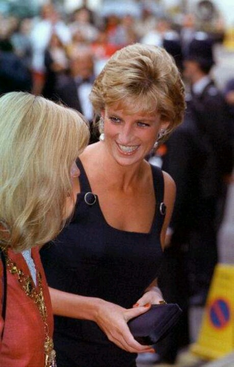 """September 14, 1995:  Princess Diana at the movie premiere of """"Apollo 13"""" in London."""