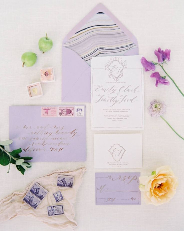 How gorgeous are these @seniman_calligraphy invites with the marble envelope…