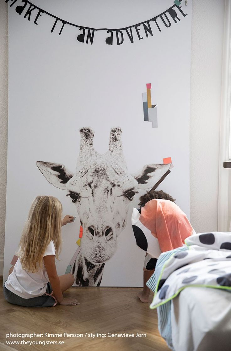 Magnetic wallpaper giraffe by Groovy Magnets