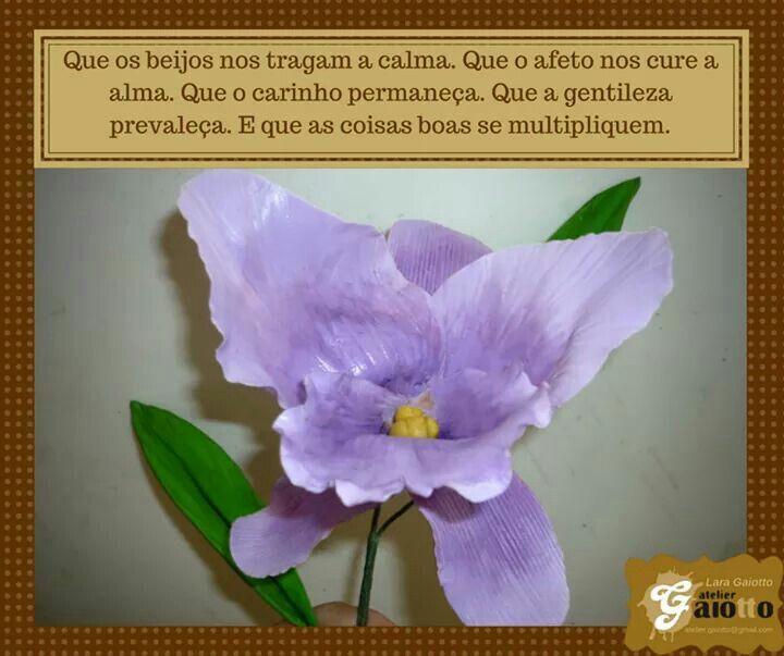 Flor de biscuit/porcelana fria: Orquídea. www.facebook.com/gaiotto.atelier http://agaiotto.blogspot.com/ atelier.gaiotto@gmail.com F: (19) 3012-3588