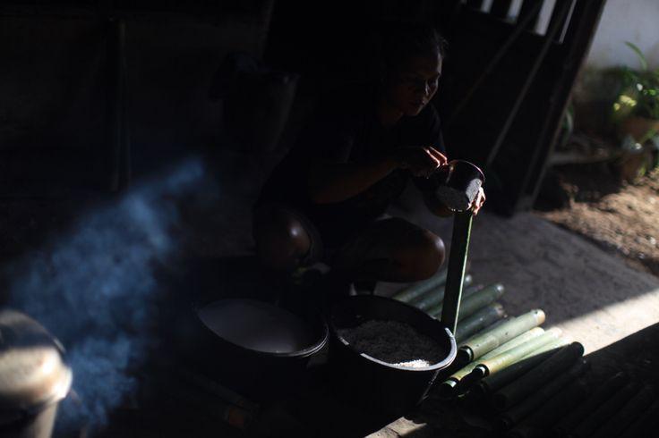 Membuat Nasi Bambu