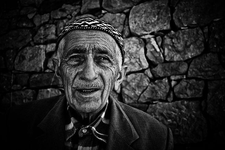 Portrait by Murat Ekmen