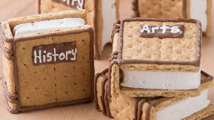 A recipe straight from the Nerdy Nummies Cookbook! Rosanna Pansino's own Textbook S'mores recipe for a sweet back to school treat!