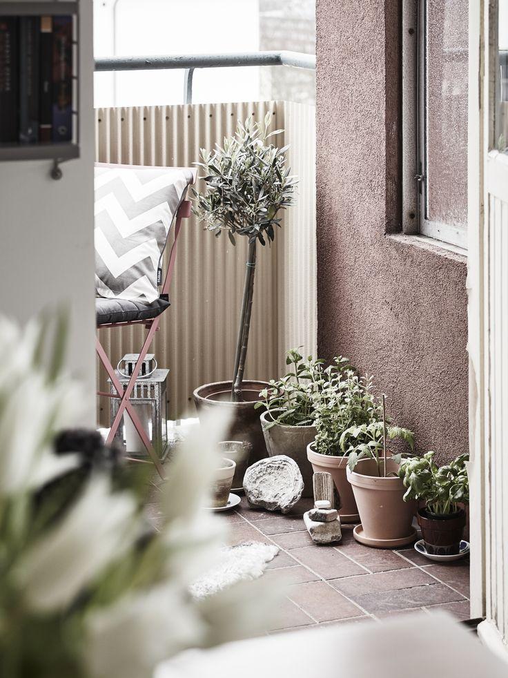 Balcony garden. Photo by Janne Olander for Stadshem.