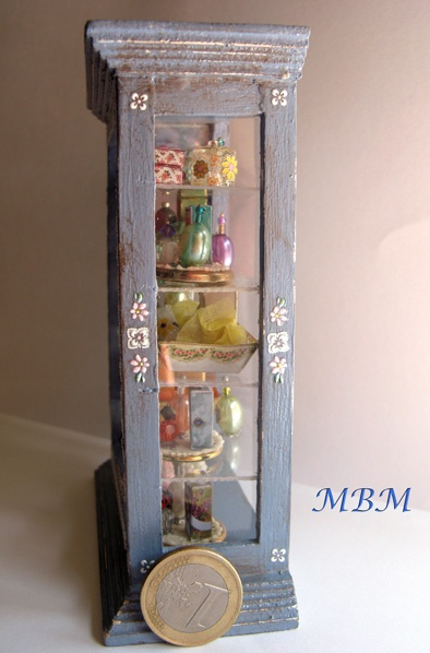 92 mejores ideas sobre vitrinas en pinterest exhibici n - Vitrinas para miniaturas ...